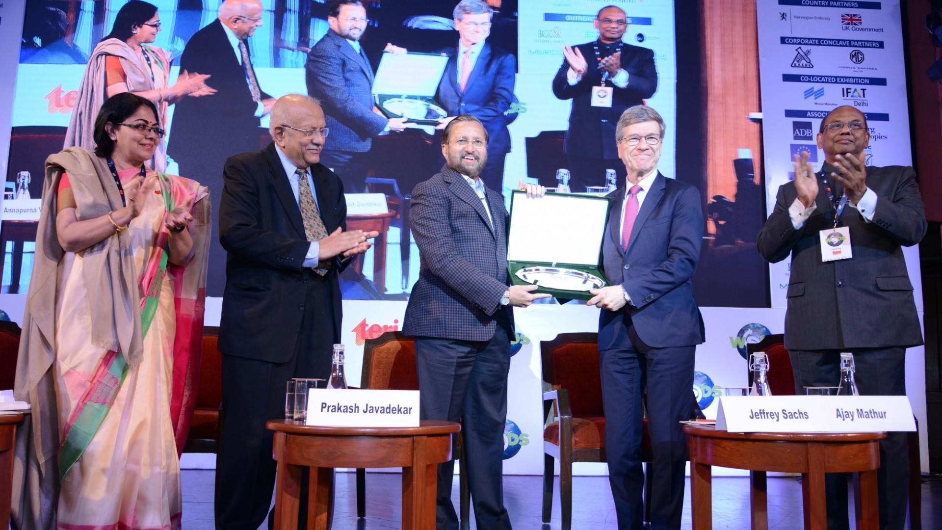 Jeffrey Sachs receives the Sustainable Development Leadership Award at The Energy and Resources Institute's (TERI) World Sustainable Development Summit, India